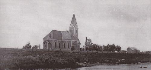 Juurikoski-teoksen takakansi esittää Ylivieskan toista kirkkoa, joka rakennettiin 1786