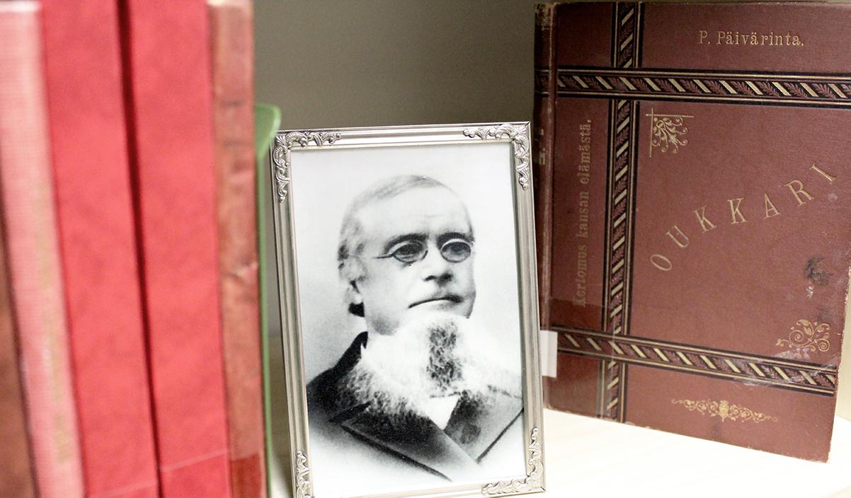 Pietari Päivärinta ja hänen teoksiaan Ylivieskan kirjaston kotiseutukokoelmassa