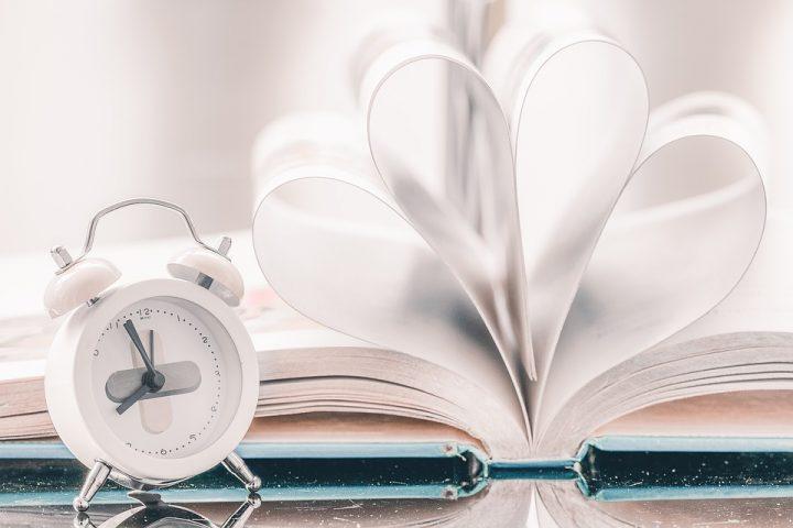 kirja ja kello